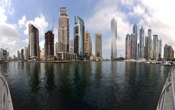 Panorama av den Dubai marina royaltyfria foton