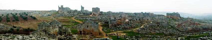 Panorama av den förstörda övergav döda staden Serjilla i Syrien royaltyfri bild