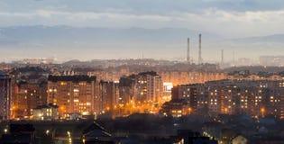 Panorama av den flyg- sikten för natt av den Ivano-Frankivsk staden, Ukraina Plats av den moderna nattstaden med ljusa ljus av hö Arkivbilder