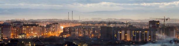Panorama av den flyg- sikten för natt av den Ivano-Frankivsk staden, Ukraina Plats av den moderna nattstaden med ljusa ljus av hö Royaltyfri Foto