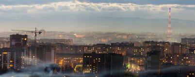 Panorama av den flyg- sikten för natt av den Ivano-Frankivsk staden, Ukraina Plats av den moderna nattstaden med ljusa ljus av hö Arkivfoto
