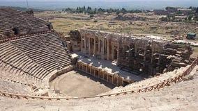 Panorama av den forntida Greco-romare staden Den gamla amfiteatern av Hierapolis i Pamukkale, Turkiet Förstört forntida arkivfoto