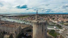 Panorama av den forntida medeltida staden av Aigues-Mortes Antenn V royaltyfri foto