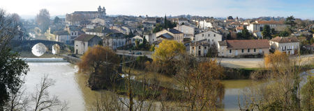 Panorama av den gamla Nerac staden arkivbilder
