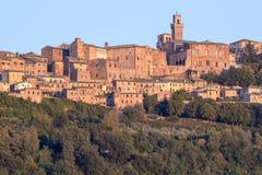 Panorama av den gamla staden av Montepulciano, Tuscany, Italien Royaltyfri Fotografi