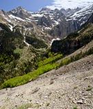 Panorama av den Gavarnie cirkusen och dalen från berglutning fotografering för bildbyråer