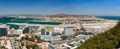 Panorama av den Gibraltar flygplatsen Royaltyfri Bild