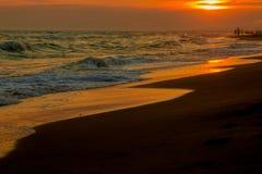 Panorama av den härliga solnedgången på havet royaltyfria foton