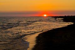 Panorama av den härliga solnedgången på havet Royaltyfri Bild