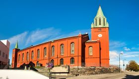 Panorama av den helgonPetri kyrkan eller 'Petrikirken' i den Stavanger staden royaltyfri foto