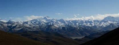 Panorama av den himalaya bergskedjan Arkivfoto