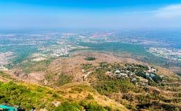 Panorama av den historiska staden för Manchi Haveli by och Champaner från den Pavagadh kullen Gujarat västra Indien arkivbilder