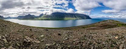 Panorama av den isländska halvön nära staden av Sudavik Arkivbilder