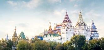 Panorama av den Izmailovsky Kreml, Moskva, Ryssland Royaltyfri Fotografi