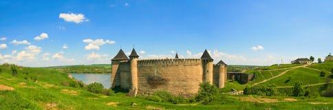 Panorama av den Khotyn fästningen på den Dniester flodstranden ukraine Royaltyfria Bilder