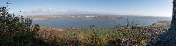 Panorama av den konstgjorda sjön Nove Mlyny i södra Moravia Royaltyfria Bilder