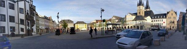 Panorama av den lilla staden Market Place Saalfeld fotografering för bildbyråer