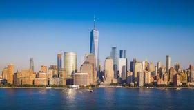 Panorama av den Manhattan horisonten över Hudson River Royaltyfri Fotografi