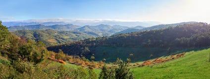 Panorama av den medeltida staden Stanjel i slovensk Karstregion Royaltyfria Bilder