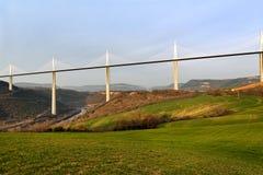 Panorama av den Millau viadukten royaltyfria bilder