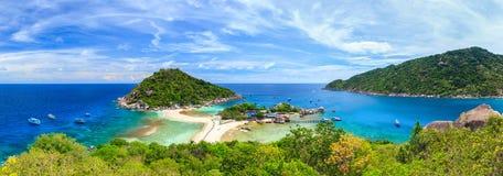 Panorama av den Nangyuan ön som är sydlig av Thailand Arkivbilder
