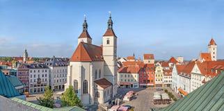 Panorama av den Neupfarrplatz fyrkanten i Regensburg Fotografering för Bildbyråer