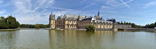Panorama av den nordliga delen av den Chantilly slotten royaltyfri foto