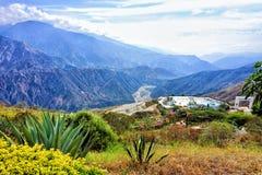 Panorama av den Panachi och Chicamocha kanjonen i Satander, Colombia royaltyfri foto