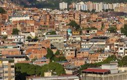 Panorama av den Petare slumkvarteret i Caracas, huvudstad av Venezuela arkivfoton