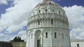 Panorama av den Pisa baptisteryen av St John, fasad av roman - katolsk byggnad lager videofilmer