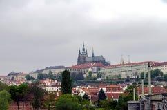 Panorama av den Prague slotten Royaltyfria Foton
