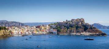 Panorama av den Procida ön, Italien Arkivfoton