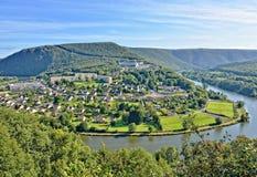 Panorama av den Revin staden i Frankrike Royaltyfria Bilder
