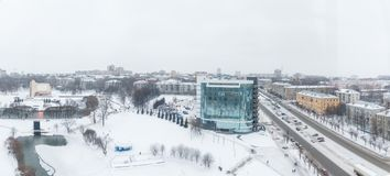Panorama av den ryska staden av Kirov från en höjd på en vinterdag Arkivbild