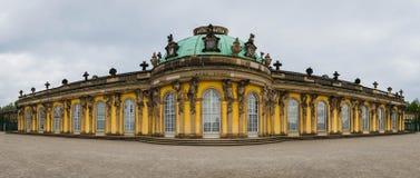 Panorama av den Sanssouci slotten i Potsdam royaltyfri fotografi