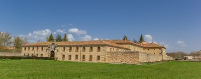 Panorama av den Santa Clara kloster i Aguilar de Campoo arkivfoton