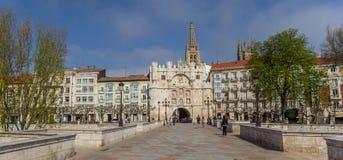 Panorama av den Santa Maria bron i Burgos arkivbild