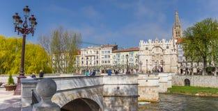 Panorama av den Santa Maria bron i Burgos arkivfoton