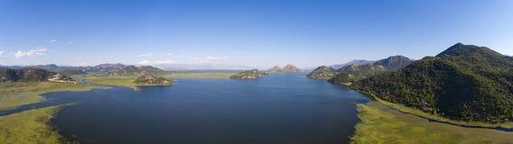 Panorama av den skadar sjön i Montenegro fotografering för bildbyråer
