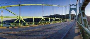 Panorama av den St Johns bron i Portland, Oregon royaltyfria bilder