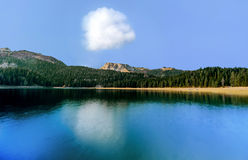 Panorama av den svarta sjön (den Crno jezeroen), Durmitor, Montenegro Arkivfoto