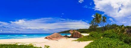 Panorama av den tropiska stranden Royaltyfria Bilder