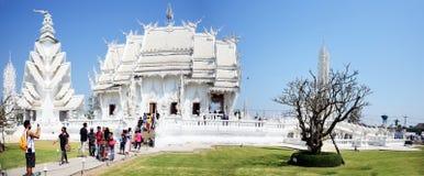 Panorama av den vita templet eller Wat Rong Khun på Chiang Rai, Thailand Arkivbild