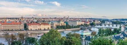 Panorama av den Vltava floden och broar i Prague, Tjeckien, Europa Royaltyfri Fotografi