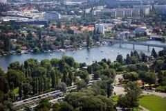 Panorama av den Wien staden i sommar Royaltyfria Bilder