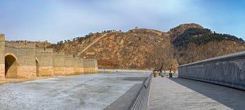 Panorama av denbåge bron på den stora Kina väggen i vinter Arkivfoto