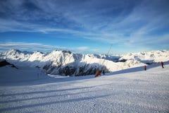 Panorama av det österrikiskt skidar semesterorten av Ischgl Royaltyfri Fotografi