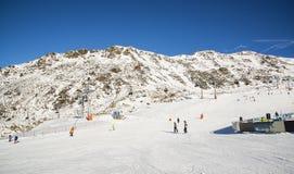 Panorama av det österrikiskt skidar semesterorten av Ischgl Arkivfoton