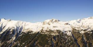 Panorama av det österrikiskt skidar semesterorten Ischgl Royaltyfri Bild