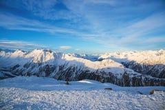 Panorama av det österrikiskt skidar semesterorten Ischgl Arkivfoton